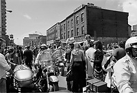 Defile de la Coupe Stanley, sur la rue Ste-Catherine, Mai 1973,<br /> suite a la victoire contre les  Black Hawks de Chicago, le 10 mai.<br /> Date exacte inconnue.<br /> <br /> <br /> PHOTO  : Agence Quebec Presse - Alain Renaud
