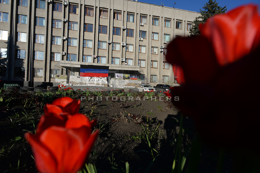 Barricades built up to protect the office of Security service of Ukraine in Slavyansk city.