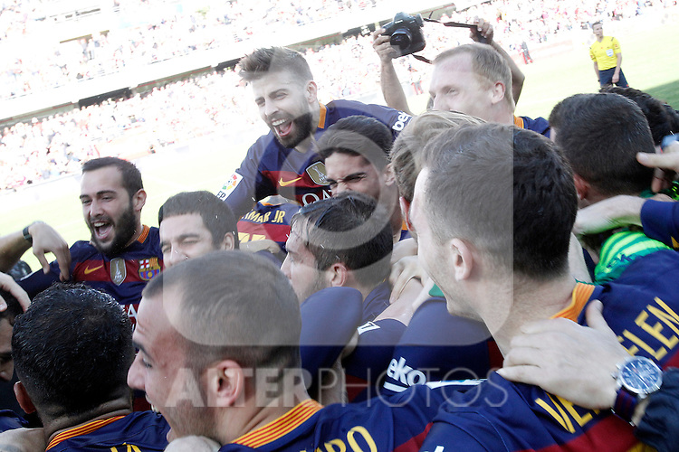 FC Barcelona's players celebrate the victory in La Liga 2015/2016. May 14,2016. (ALTERPHOTOS/Acero)