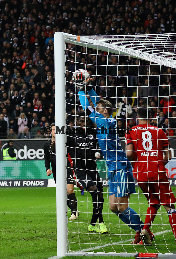 Parade Torwart Manuel Neuer (FC Bayern Muenchen) - 22.12.2018: Eintracht Frankfurt vs. FC Bayern München, Commerzbank Arena, DISCLAIMER: DFL regulations prohibit any use of photographs as image sequences and/or quasi-video.