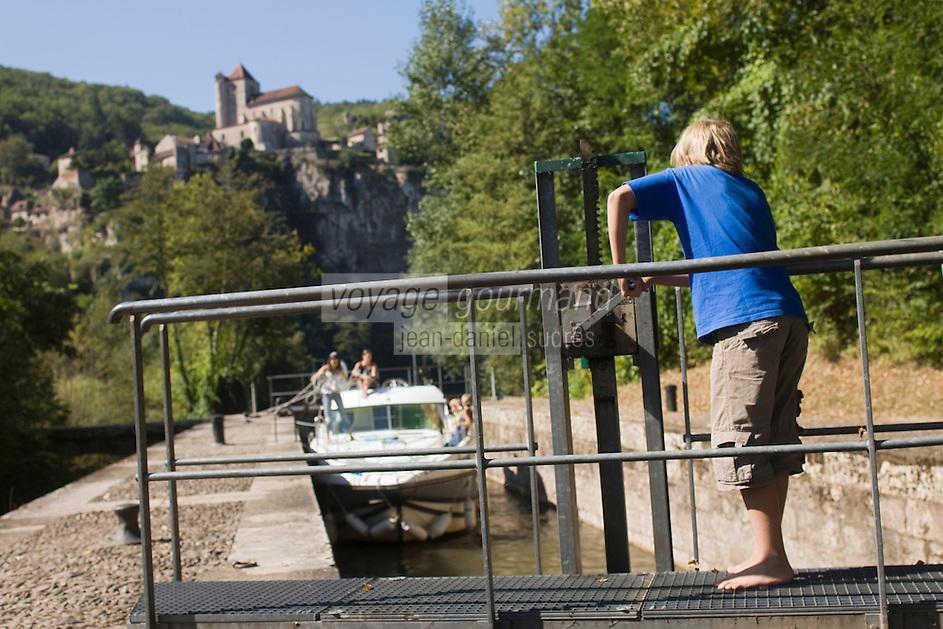 Europe/France/Midi-Pyrénées/46/Lot/Saint-Cirq-Lapopie: Navigation fluviale sur la vallée du Lot à l'écluse  Auto N°: 2008-213  Auto N°: 2008-214  Auto N°: 2008-215  Auto N°: 2008-217    - Les Plus Beaux Villages de France