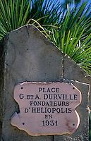 Europe/Provence-Alpes-Côte d'Azur/83/Var/Ile d'Hyères/Ile du Levant: Plaque à la mémoire de G. et A. Durville (médecins), fondateurs du village naturiste Heliopolis