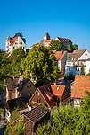 Deutschland, Freistaat Sachsen, Saechsische Schweiz, Ort Hohnstein mit Burg Hohnstein im Polenztal | Germany, the Free State of Saxony, Saxon Switzerland, Hohnstein with castle Hohnstein at Polenz Valley