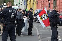 Gegen den Protest mehrerer tausend Menschen setzte die Polizei am 1. Mai in Berlin einen Aufmarsch von ca. 300 Neonazis aus ganz Deutschland durch. Es gab mehrere Versuche die Marschroute mit Blokaden zu sperren, so auch einer Betonpyramide, an die sich 4 Menschen angekettet hatten.<br />Im Bild: Neonazis Vor ihrem Aufmarsch.<br />1.5.2013, Berlin<br />Copyright: Christian-Ditsch.de<br />[Inhaltsveraendernde Manipulation des Fotos nur nach ausdruecklicher Genehmigung des Fotografen. Vereinbarungen ueber Abtretung von Persoenlichkeitsrechten/Model Release der abgebildeten Person/Personen liegen nicht vor. NO MODEL RELEASE! Don't publish without copyright Christian Ditsch/version-foto.de, Veroeffentlichung nur mit Fotografennennung, sowie gegen Honorar, MwSt. und Beleg. Konto:, I N G - D i B a, IBAN DE58500105175400192269, BIC INGDDEFFXXX, Kontakt: post@christian-ditsch.de.<br />Urhebervermerk wird gemaess Paragraph 13 UHG verlangt.]