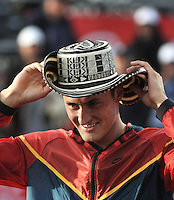 BOGOTA – COLOMBIA – 20-07-2014: Bernard Tomic de Australia, usa sombrero tipico colombiano, en la final del Open Claro Colombia de tenis ATP 250, que se realiza en las canchas del Centro de Alto Rendimiento en Altura en la ciudad de Bogota.  / Bernard Tomic of Australia, using Colombian typical hat on the end of the course Open ATP 250 tennis Colombia, held on the courts of the at Centro de Alto Rendimiento en Altura in Bogota City. Photo: VizzorImage / Luis Ramirez / Staff.