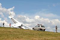 JUATUBA / MINAS GERAIS / BRASIL (20.01.2012) - Um ultraleve prefixo PU-AVB, caiu na tarde desta sexta feira em uma fazenda no distrito de Boa Vista, na cidade de Juatuba (MG). Foto: Douglas Magno / News Free