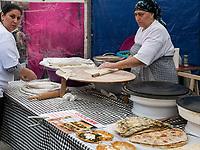 Straßenküche am Albert Cuyp Markt  beim Rembrandsplein, Amsterdam, Provinz Nordholland, Niederlande<br /> street food, Albert Cuyp Market  near Rembrandsplein, Amsterdam, Province North Holland, Netherlands