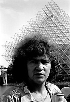 Robert Charlebois et une equipe de tournage, aout 1973 (date exacte inconnue)<br /> <br /> PHOTO : Alain Renaud - Agence Quebec Presse<br /> <br /> NOTES : les negatifs seront re-numérisés avec une meilleure qualité , des que possible