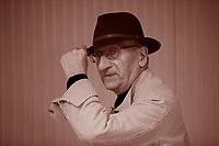 Jean-Claude Milner, né le 3 janvier 1941 à Paris, est un linguiste, philosophe et essayiste français. Il fait partie, à côté d'autres philosophes français comme . Jean-Claude Milner (1941) è stato professore all'Université Paris-VII e direttore del Collège international de philosophie. Allievo di Althusser, a lungo vicino a Chomsky e continuatore originale del pensiero di Lacan. Pordenonelegge 18 settembre 2016. Photo by Leonardo Cendamo/Getty Images