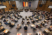 Plenarsitzung des Berliner Abgeordnetenhaus am Donnerstag den 20. August 2020.<br /> Im Bild: Der in der Sommerpause umgestaltete Plenarsaal. Jetzt koennen alle Parlamentarier an der Sitzung teilnehmen.<br /> 20.8.2020, Berlin<br /> Copyright: Christian-Ditsch.de<br /> [NUR FUER REDAKTIONELLE ZWECKE! Werbung nur auf Anfrage beim Fotografen. Inhaltsveraendernde Manipulation des Fotos nur nach ausdruecklicher Genehmigung des Fotografen. Vereinbarungen ueber Abtretung von Persoenlichkeitsrechten/Model Release der abgebildeten Person/Personen liegen nicht vor. NO MODEL RELEASE! Don't publish without copyright Christian-Ditsch.de, Veroeffentlichung nur mit Fotografennennung, sowie gegen Honorar, MwSt. und Beleg. Konto: I N G - D i B a, IBAN DE58500105175400192269, BIC INGDDEFFXXX, Kontakt: post@christian-ditsch.de<br /> Bei der Bearbeitung der Dateiinformationen darf die Urheberkennzeichnung in den EXIF- und  IPTC-Daten nicht entfernt werden, diese sind in digitalen Medien nach §95c UrhG rechtlich geschuetzt. Der Urhebervermerk wird gemaess §13 UrhG verlangt.]