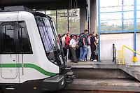 MEDELLIN - COLOMBIA - 14-03-2014: Miles de pasajeros se aglomeran en la estación El Poblado del metro de Medellin, donde se presenta una nueva emergencia en el Metro de Medellin, en el cauce del Rio Medellin, cuando hubo un deslizamiento en la margen occidental del río Medellín entre las estaciones Ayurá y Envigado del metro, frente a Homecenter, en la jurisdicción de Itagüí. Debido al riesgo que presenta la línea A solo funciona entre las estaciones de Niquia y El Poblado, que afecta cerca de 100.000 pasajeros diarios, durante los 15 dias que durara la reparación de la via. / Thousands of passengers crowd into the subway station El Poblado Medellin, where a new emergency arises in the Metro de Medellin, in the  Rio Medellin presented in Medellin Metro, when there was a landslide on the west bank of the river between Medellin and Envigado Ayurá metro stations, facing Homecenter in Itagüi jurisdiction. Due to the risk presented by the line A only works between stations Niquia and El Poblado, affecting about 100,000 passengers a day, during the 15 days that lasted repair pathway. Photo: VizzorImage / Luis Rios / Str.