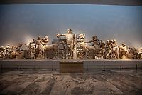 Tempio di Zeus the west pediment- Museo archeologico di Olimpia (Grecia) Frontone occidentale Lotta tra Lapiti e Centauri Al centro Apollo Patrimonio Unesco