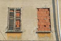- vecchia casa in demolizione nella zona di Rogoredo....- old house in demolition in Rogoredo area....