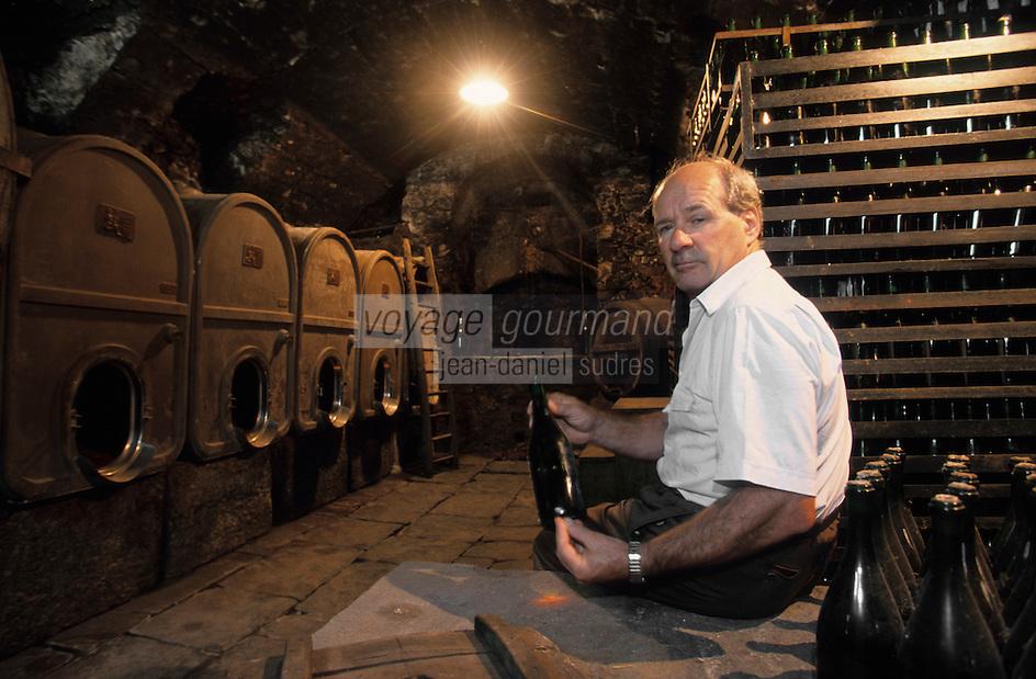 """Europe/Italie/Lac de Come/Lombardie/Lezzeno : Marco Molinari propriétaire du restaurant """"Crotto Del Misto"""" dans sa cave"""