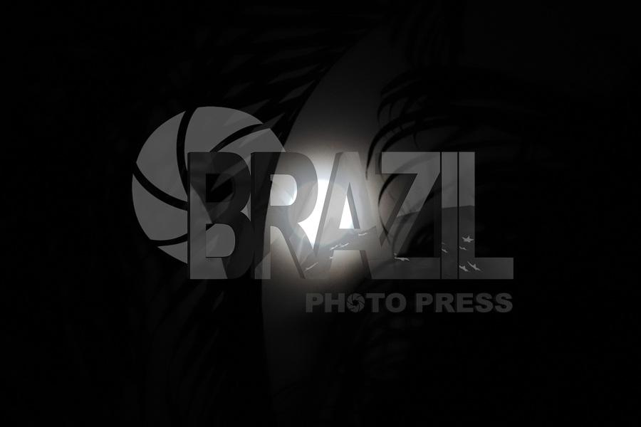 VITÓRIA, ES, 05.06.2020 - LUA-ES - O eclipse da lua foi tão superficial que quase não pode ser notado em Vitória, Espírito Santo, nesta sexta-feira, 5. (Foto Charles Sholl/Brazil Photo Press)