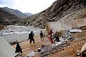 Iraq 2008.Displaced families in winter in the Aso bridge camp <br />  Irak 2008 ;  Personnes deplacees de la region de Candil vivant sous la tente en hiver