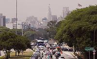 SAO PAULO,SP, 05 DE DEZEMBRO DE 2011 - COTIDIANO - Transito intenso, no final de desta manhã de segunda-feira (05),no corredor norte-sul, próximo a ponte das Bandeiras, sentido bairro-centro