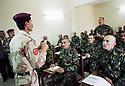 Irak 2000.Zakho: Cours pour les élèves officiers de l'Académie militaire kurde.Iraq 2000.Zakho: Lecture  in the Military Kurdish Academy