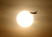 BOGOTA -COLOMBIA. 17-03-2014. Salida del sol esta mañana en la capital. Sunrise this morning in the capital..   Photo: VizzorImage/ Felipe Caicedo / Staff