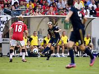 Paul Scholes, Eduardo Coudet, Sebastien Le Toux. Manchester United defeated Philadelphia Union, 1-0.