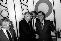 Debat electoral entre Pierre-Marc Johnson (PQ) et Robert Bourassa (PLQ) animé par Pierre Pascau, le 22 novembre 1985, a CKAC<br /> <br /> PHOTO : Agence Quebec Presse - Pierre Roussel
