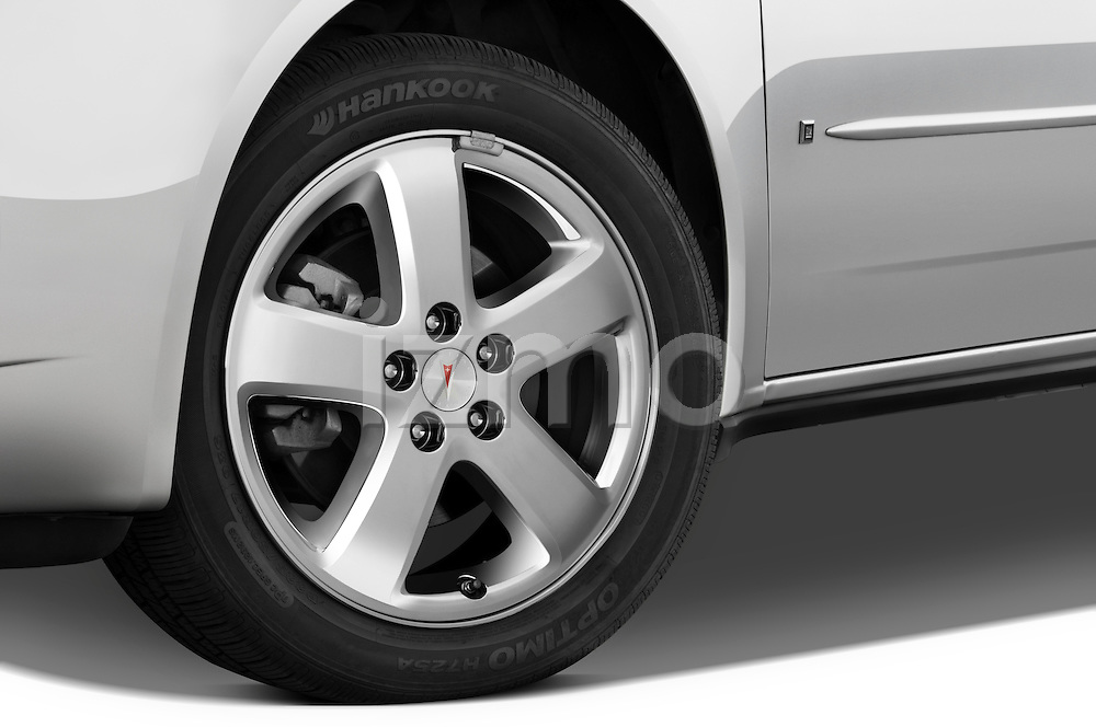 Tire and wheel close up detail view of a 2008 Pontiac G6 Sedan GT