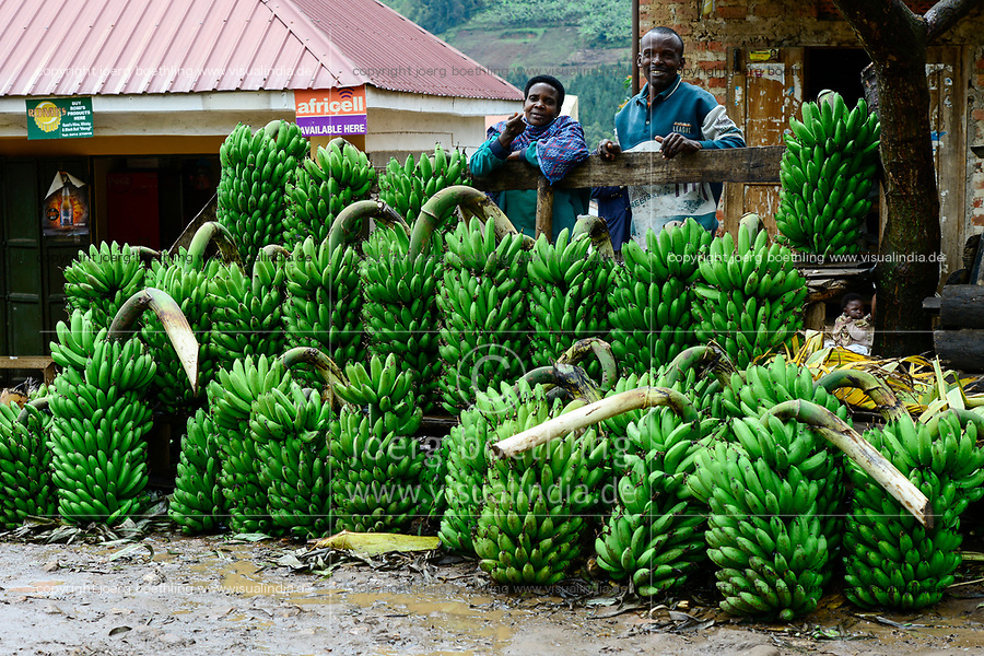 UGANDA, Kasese, street sale of banana in village along the road