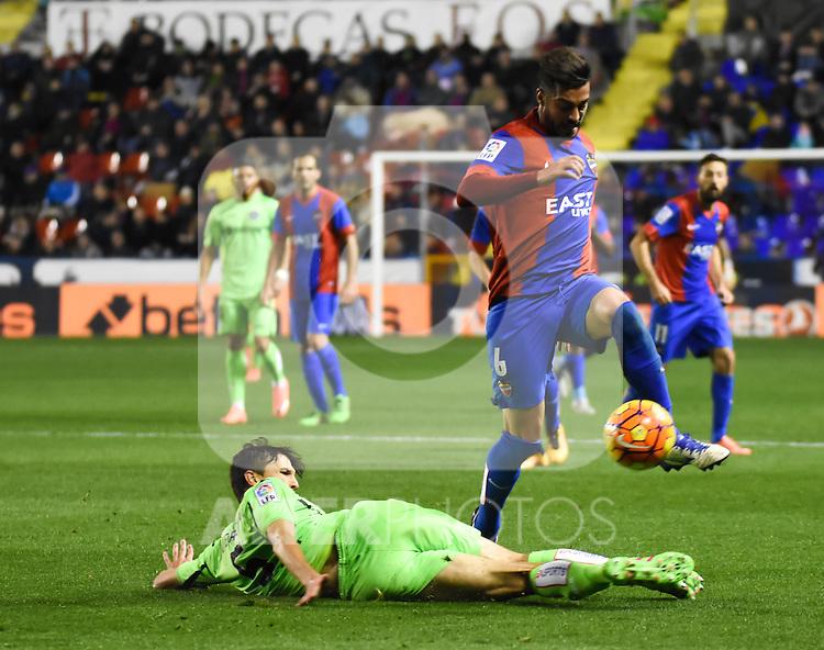 Levante's  Camarasa  and  Getafe's Vergini  during La Liga match. February 19, 2016. (ALTERPHOTOS/Javier Comos)