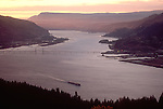 The Columbia River, Hood River, view from Washington State to the Oregon side, Pacific Northwest, USA.