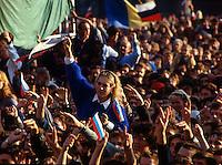 Mosca (Moscow) / Russia 31/8/1991.Manifestazione davanti alle mura del Cremlino a favore di Eltsin dopo i giorni del Golpe che sancirono la fine del Comunismo..Demonstration in front of the Kremlin wall in favor of Yeltsin after the days of the coup that sanctioned the end of Communism..Photo Livio Senigalliesi.