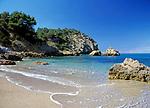 Spanien, Balearen, Ibiza (Eivissa): Am Strand von Cala Xarraca im Norden | Spain, Balearic Islands, Ibiza (Eivissa): Cala Xarraca, bay and beach in the North