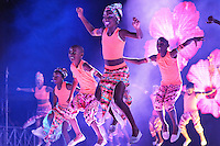 BARRANQUILLA-COLOMBIA- 04-02-2016: Con un diseño de Alfredo Barraza denominado 'Macondo', un vestido que hizo honor a las mariposas amarillas del Nobel de Literatura de Gabriel García Marquez, Marcela García Caballero fue coronada por la Reina 2015, Cristina Felfle, como la reina del Carnaval de Barranquilla 2016 en un evento que se llevó a cabo en el estadio Romelio Martínez. / With a design Alfredo Barraza called 'Macondo', a dress made in honor of the yellow butterflies Nobel Literature Gabriel Garcia Marquez, Marcela García Caballero was crowned Queen 2015, Cristina Felfle, as Queen of the Carnival of Barranquilla 2016 in an event that was held at the stadium Romelio Martínez.  Photo: VizzorImage / Alfonso Cervantes / STR