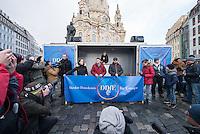"""Etwa 1.000 Menschen kamen am Sonntag den 8. Februar 2015 in Dresden zu einer Kundgebung der Pegida-Abspaltung """"Direkte Demokratie fuer Europa"""" DDfE. Angemeldet hatten die Veranstalter eine Versammlung mit 5.000 Menschen. Die Redner rechtfertigten die Abspaltung von Pegida mit politischen Differenzen, wenngleich sie indirekt dazu aufriefen sich am kommenden Tag an der Pegida-Veranstaltung zu beteiligen. In den Reden wurde sich u.a. ueber die Fluechtlingspolitik in Deutschland und ueber eine """"mangelnde Einbeziehung des Volkes"""" in politische Entscheidungen beklagt.<br /> Im Bild links am Transparent: Rene Jahn, ehem. Pegida-Gruendungsmitglied und jetzt DDfE-Gruender.<br /> 8.2.2015, Dresden<br /> Copyright: Christian-Ditsch.de<br /> [Inhaltsveraendernde Manipulation des Fotos nur nach ausdruecklicher Genehmigung des Fotografen. Vereinbarungen ueber Abtretung von Persoenlichkeitsrechten/Model Release der abgebildeten Person/Personen liegen nicht vor. NO MODEL RELEASE! Nur fuer Redaktionelle Zwecke. Don't publish without copyright Christian-Ditsch.de, Veroeffentlichung nur mit Fotografennennung, sowie gegen Honorar, MwSt. und Beleg. Konto: I N G - D i B a, IBAN DE58500105175400192269, BIC INGDDEFFXXX, Kontakt: post@christian-ditsch.de<br /> Bei der Bearbeitung der Dateiinformationen darf die Urheberkennzeichnung in den EXIF- und  IPTC-Daten nicht entfernt werden, diese sind in digitalen Medien nach §95c UrhG rechtlich geschuetzt. Der Urhebervermerk wird gemaess §13 UrhG verlangt.]"""