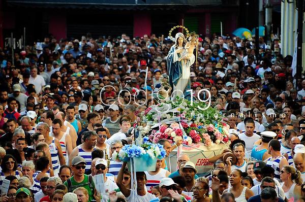 PORTO ALEGRE, RS, 02.02.2019 - 144. FESTA DE NOSSA SENHORA DOS NAVEGANTES - Do Santuário de Nossa Senhora do Rosário, milhares de pessoas devotas à Nossa Senhora dos Navegantes acompanharam em procissão a imagem da santa, pelo centro da cidade  até a Igreja Nossa Senhora dos Navegantes, em Porto Alegre, neste sábado, dia (02). (Foto: Donaldo Hadlich/Codigo19)