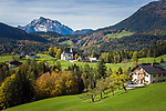 Deutschland, Bayern, Oberbayern, Berchtesgadener Land, Ettenberg bei Berchtesgaden mit Wallfahrtskirche vorm Hochkalter | Germany, Bavaria, Upper Bavaria, Berchtesgadener Land, Ettenberg near Berchtesgaden with pilgrimage church and Hochkalter mountain
