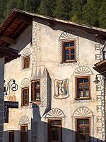 Hausfassade, Müstair im Val Müstair-Münstertal, Engadin, Graubünden, Schweiz, Europa<br /> House facades in Müstair, Val Müstair-Münster Valley, Engadine, Grisons, Switzerland