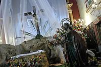 SISGA -COLOMBIA. 18-04-2014. Aspecto de los devotos católicos visitando la iglesia de San Francisco Ligorio hoy jueves, 18 de abril de 2014, después de los actos del Viacrucis que se realiza en el marco de la Semana Santa. Aspect of the Catholic devotees visiting the church of San Francisco Ligorio today, April 18 of 2014, after the Ordeal acts performed in the context of Holy Week  Photo: VizzorImage/ Gabriel Aponte / Staff