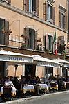 Italy, Lazio, Rome: Pavement cafes in Piazza Navona | Italien, Latium, Rom: Cafés auf der Piazza Navona