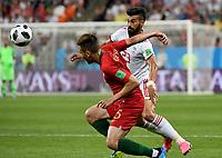 SARANSK - RUSIA, 25-06-2018: Ramin REZAEIAN (Der) jugador de RI de Irán disputa el balón con Raphael GUERREIRO (Izq) jugador de Portugal durante partido de la primera fase, Grupo B, por la Copa Mundial de la FIFA Rusia 2018 jugado en el estadio Mordovia Arena en Saransk, Rusia. / Ramin REZAEIAN (R) player of IR Iran fights the ball with Raphael GUERREIRO (L) player of Portugal during match of the first phase, Group B, for the FIFA World Cup Russia 2018 played at Mordovia Arena stadium in Saransk, Russia. Photo: VizzorImage / Julian Medina / Cont