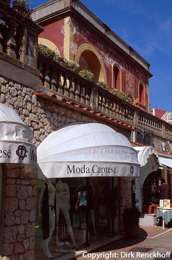 Italien, Capri, Modegeschäfte auf Via Camerelle im Ort Capri