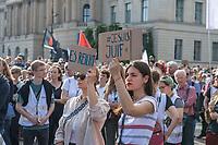 """Mehr als 7.000 Menschen nahmen am Sonntag den 13. Oktober 2019 in Berlin an einer Demonstration des #ubteilbar-Buendnis unter dem Motto """"#KeinFussbreit! Antisemitismus und Rassismus töten - rechter Terror bedroht unsere Gesellschaft!"""" teil. Anlass fuer die Demonstration war der Anschlag eines rechtsextremen Terroristen auf die Synagoge in Halle an der Saale am 9.10.2019, bei dem zwei Menschen ermordet wurden.<br /> 13.10.2019, Berlin<br /> Copyright: Christian-Ditsch.de<br /> [Inhaltsveraendernde Manipulation des Fotos nur nach ausdruecklicher Genehmigung des Fotografen. Vereinbarungen ueber Abtretung von Persoenlichkeitsrechten/Model Release der abgebildeten Person/Personen liegen nicht vor. NO MODEL RELEASE! Nur fuer Redaktionelle Zwecke. Don't publish without copyright Christian-Ditsch.de, Veroeffentlichung nur mit Fotografennennung, sowie gegen Honorar, MwSt. und Beleg. Konto: I N G - D i B a, IBAN DE58500105175400192269, BIC INGDDEFFXXX, Kontakt: post@christian-ditsch.de<br /> Bei der Bearbeitung der Dateiinformationen darf die Urheberkennzeichnung in den EXIF- und  IPTC-Daten nicht entfernt werden, diese sind in digitalen Medien nach §95c UrhG rechtlich geschuetzt. Der Urhebervermerk wird gemaess §13 UrhG verlangt.]"""