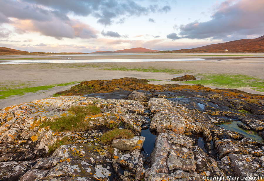 Isle of Lewis and Harris, Scotland: Boulders on the tideline of the expansive beach at Luskentyre; South Harris