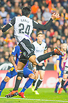 Ezequiel Garay of Valencia CF competes for the ball with Thomas Vermaelen of FC Barcelona during the La Liga 2017-18 match between Valencia CF and FC Barcelona at Estadio de Mestalla on November 26 2017 in Valencia, Spain. Photo by Maria Jose Segovia Carmona / Power Sport Images