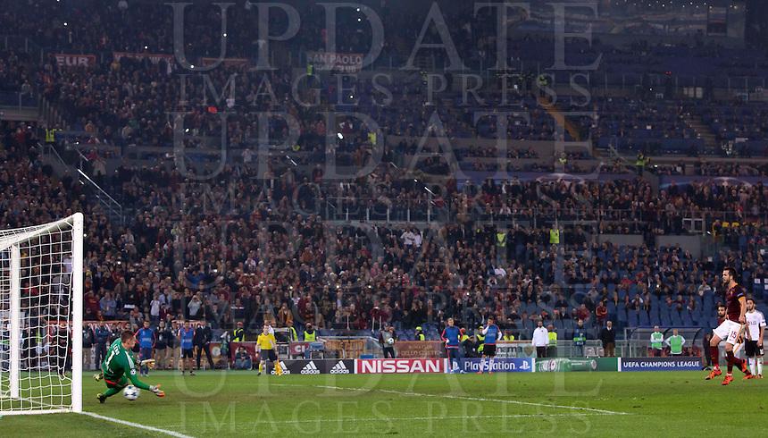 Calcio, Champions League, Gruppo E: Roma vs Bayer Leverkusen. Roma, stadio Olimpico, 4 novembre 2015.<br /> Roma's Miralem Pjanic, right, scores the winning goal on a penalty kick during a Champions League, Group E football match between Roma and Bayer Leverkusen, at Rome's Olympic stadium, 4 November 2015. Roma won 3-2.<br /> UPDATE IMAGES PRESS/Riccardo De Luca