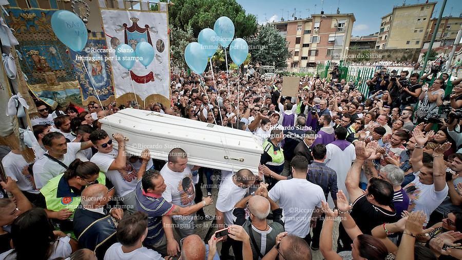 - NAPOLI 12 SET 2014 - Rione Traiano Chiesa di Maria Immacolata della Medaglia miracolosa Funerali di Davide Bifolco, ucciso da un carabiniere durante un inseguimento.