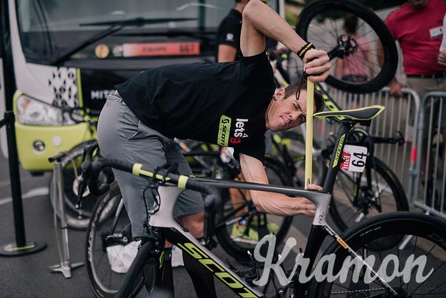 Mathew Hayman (AUS/Mitchelton-Scott) double-checks his bike fit ahead of what probably will be his final Tour de France stage...<br /> <br /> Stage 21: Houilles > Paris / Champs-Élysées (115km)<br /> <br /> 105th Tour de France 2018<br /> ©kramon