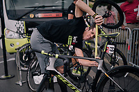 Mathew Hayman (AUS/Mitchelton-Scott) double-checks his bike fit ahead of what probably will be his final Tour de France stage...<br /> <br /> Stage 21: Houilles > Paris / Champs-Élysées (115km)<br /> <br /> 105th Tour de France 2018<br /> ©kramon