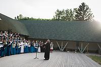 Estland, Choere und Folkbands beim ersten Nargen Gesangs-Festival auf der Insel Naissaar <br /> <br /> Engl.: Europe, the Baltic, Estonia, Naissaar island, first Naissaar Song Celebration, song festival, culture, singers, choir, 28 June 2014<br /> <br />    Sieben herausragende Accapella-Choere aus Estland singen Lieder mit Bezug auf das Meer und geben auch schon einen kleinen Vorgeschmack auf das Repertoire des grossen Saengerfeste in Tallinn, 28.06.2014
