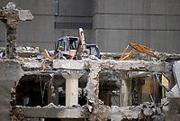 Demolitions au centre-ville de Montréal dans les années 80.<br /> <br /> Square Victoria, on reconnait la Place Bonaventure en arriere plan,