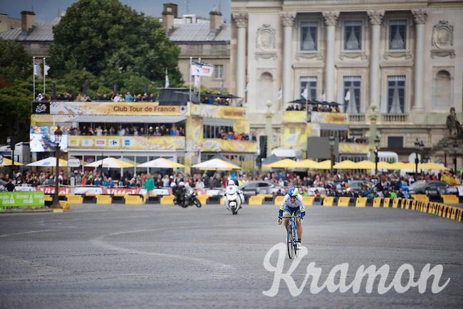 Svein Tuft (CAN/Orica-GreenEDGE) has a traditional go at it in Paris<br /> <br /> stage 21: Sèvres - Champs Elysées (109km)<br /> 2015 Tour de France